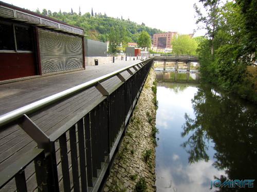 Jardim do Polis Leiria (Este) - Plataforma sobre o Rio Lis [en] Polis Garden of Leiria, Portugal
