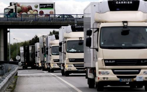 Camiões, trânsito na estrada