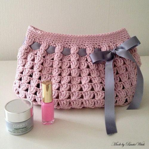 Knitting Pattern Makeup Bag : Necessaire em crochet - Rendas & Bot?es