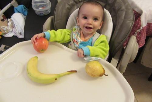 Dinis e Fruta.JPG