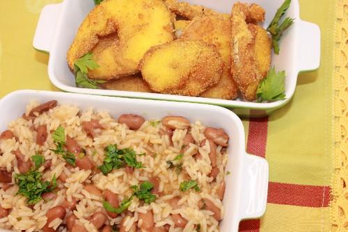 Pescada frita com arroz de feijão