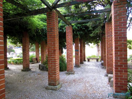 Jardim da Marinha Grande (7) Cobertura com sombra [en] Garden of Marinha Grande in Portugal - Cover with shadow