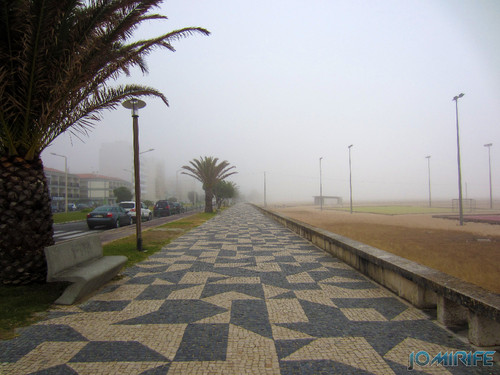 Figueira da Foz ao inicio do dia com nevoeiro - Passeio da avenida em Buarcos (1) [en] Figueira da Foz in the morning with fog - Beach walk Avenue in Buarcos