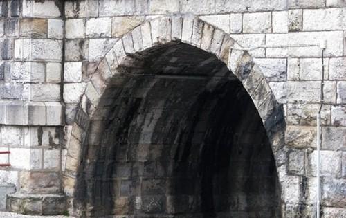 tunel sem luz ao fundo.jpg
