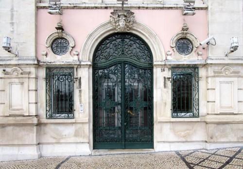 Fig. 6 - Portal e ventanas. Gradaria de ferro forj