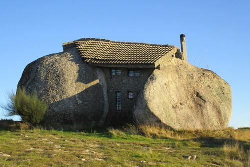 casa penedo fafe flintstones house