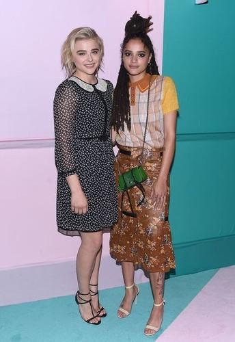 Chloe Grace Moretz e Sasha Lane.jpg