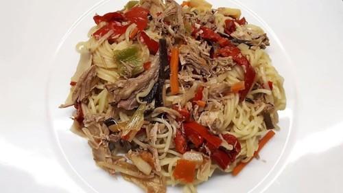 pato com massa chinesa e legumes.jpg