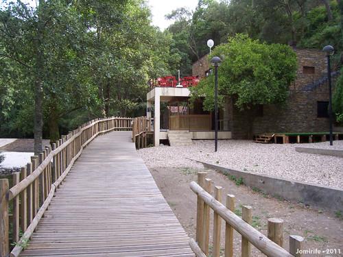 Vila de Góis - Praia fluvial: Passadiço para caf