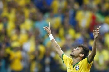 Neymar no jogo inaugural do mundial
