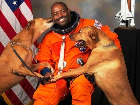 NASA-astronaut-Leland-D-Melvin-with-his-dogs-Jake-