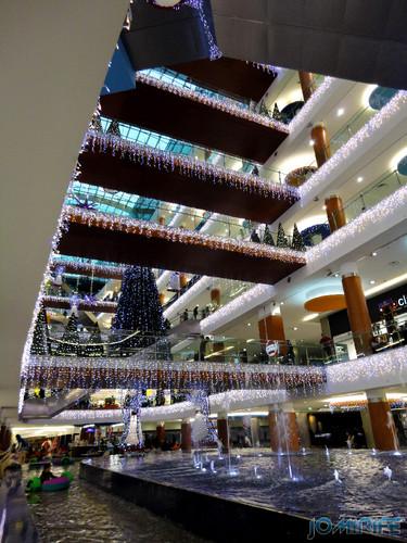 Viseu (40) Palácio do Gelo - Iluminação de Natal nos andares [en] Viseu - Ice Palace - Christmas Lighting