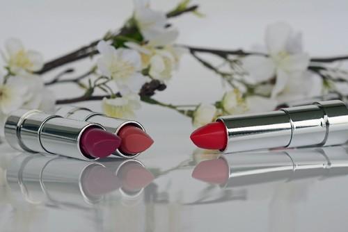 lipstick-1367775_1920.jpg