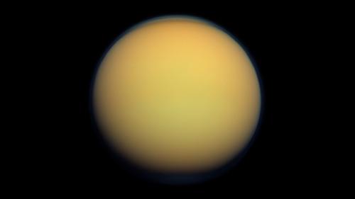 Lua Titã
