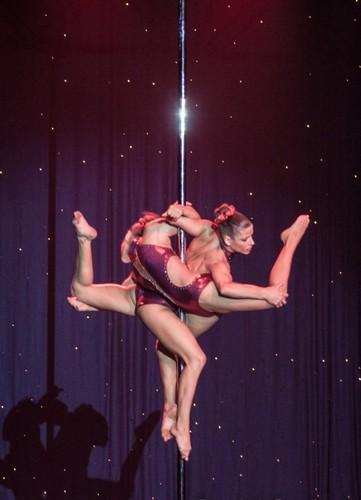 Sara_+_Raquel_-_Pole_Dance_-_Foto.jpg