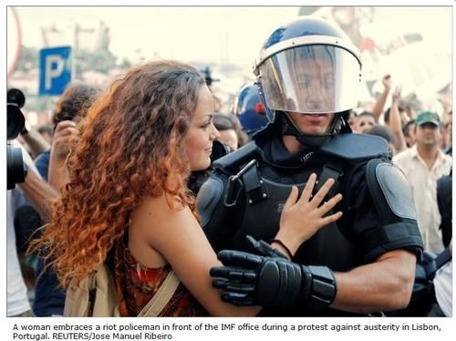 Abraço ao policia