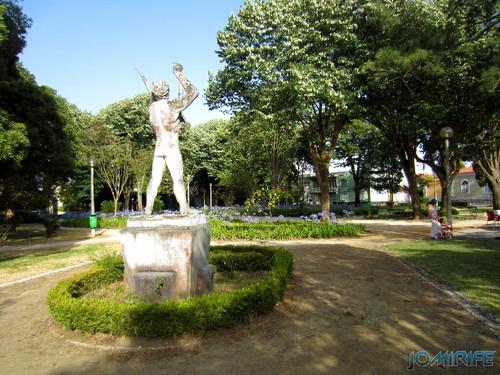 Jardim da Marinha Grande (13) Estátua [en] Garden of Marinha Grande in Portugal - Statue