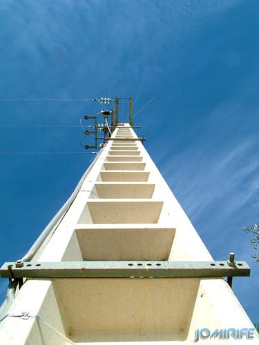 Poste de fios de alta tensão [en] Post of powerlines