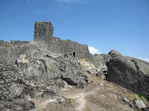 Castelo e muralhas de Monsanto