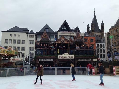 Pista de gelo do mercado de Natal de Colónia