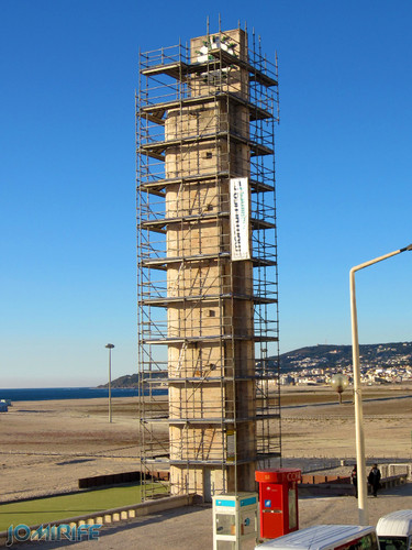 Figueira da Foz: Torre do relógio de praia vai ter obras - Torre com andaimes