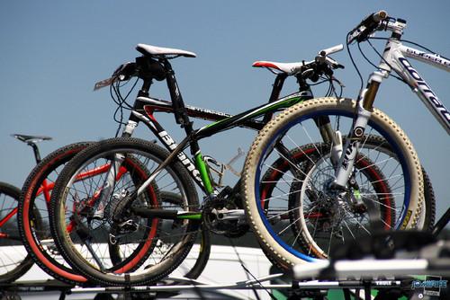 BTT XCM 2012 Montemor (002) Bicicletas nos carros
