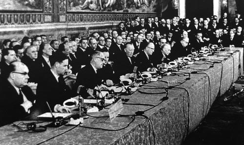 rome-1957-signing-hp[1].jpg
