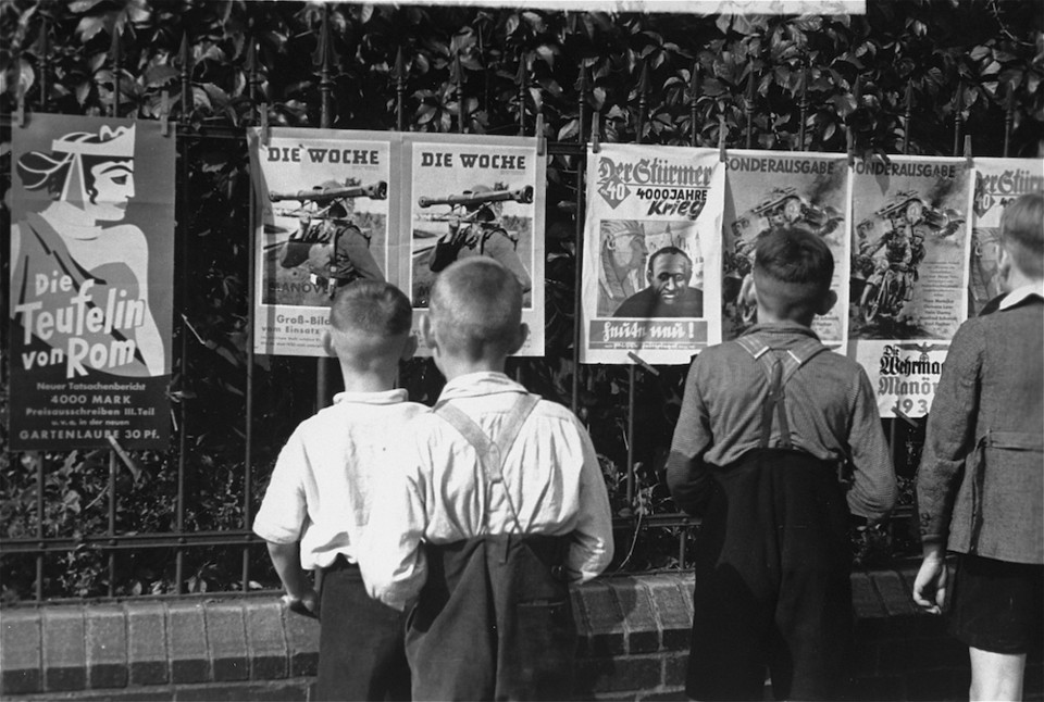 A group of young German boys view Der Stürmer, Di