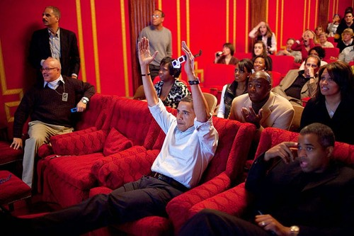 800px-Barack_Obama_watching_the_2009_Superbowl_in_