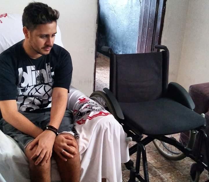 cadeirante gay.jpg