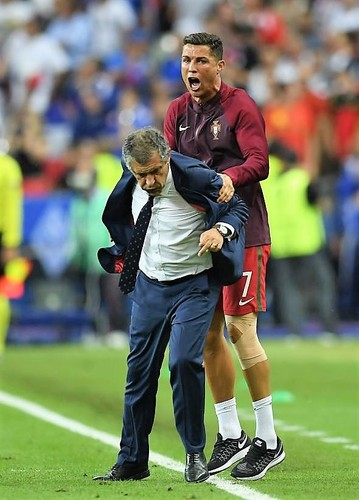 545931168-manager-fernando-santos-and-cristiano-ro