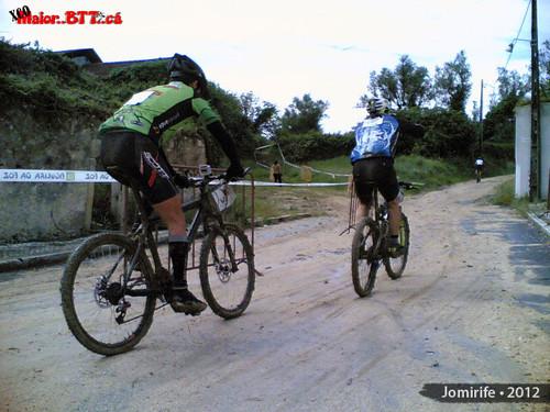 XCO MaiorBTTca Subida com as bikes cheias de lama
