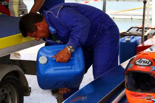 GP Motonautica (036) Boxes - Preparar combustível