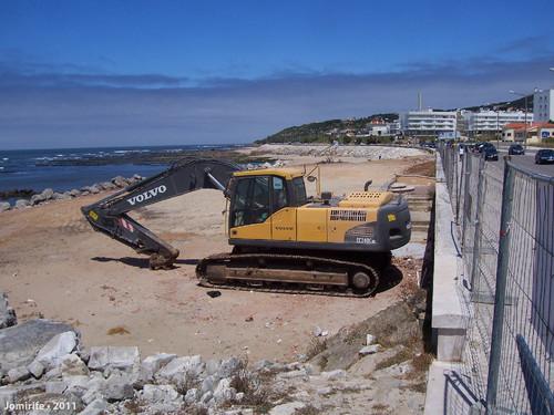 Café abandonado na praia em Buarcos foi removido