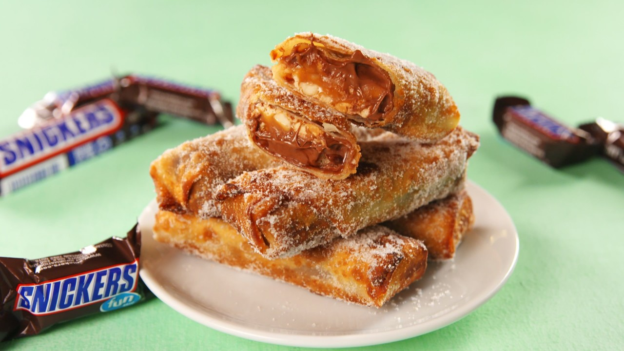 delish-snickers-egg-rolls-03-1529700991.jpeg