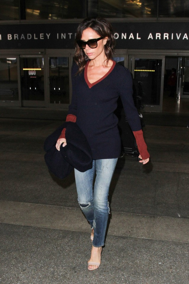 Victoria Beckham Airport October 2016.jpg