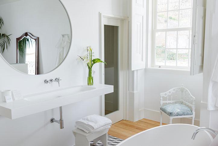 poco bathroom-3.jpg