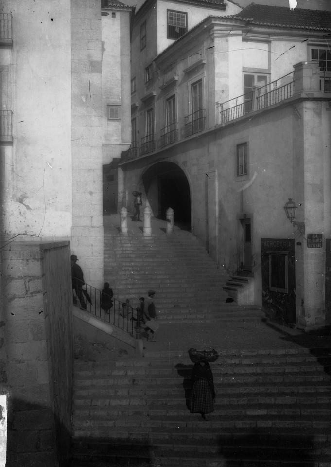 Escadinhas de Santo Estêvão, Palácio Azevedo Co
