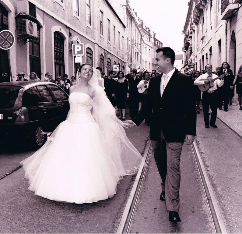 A dançar na rua (casamento).jpg