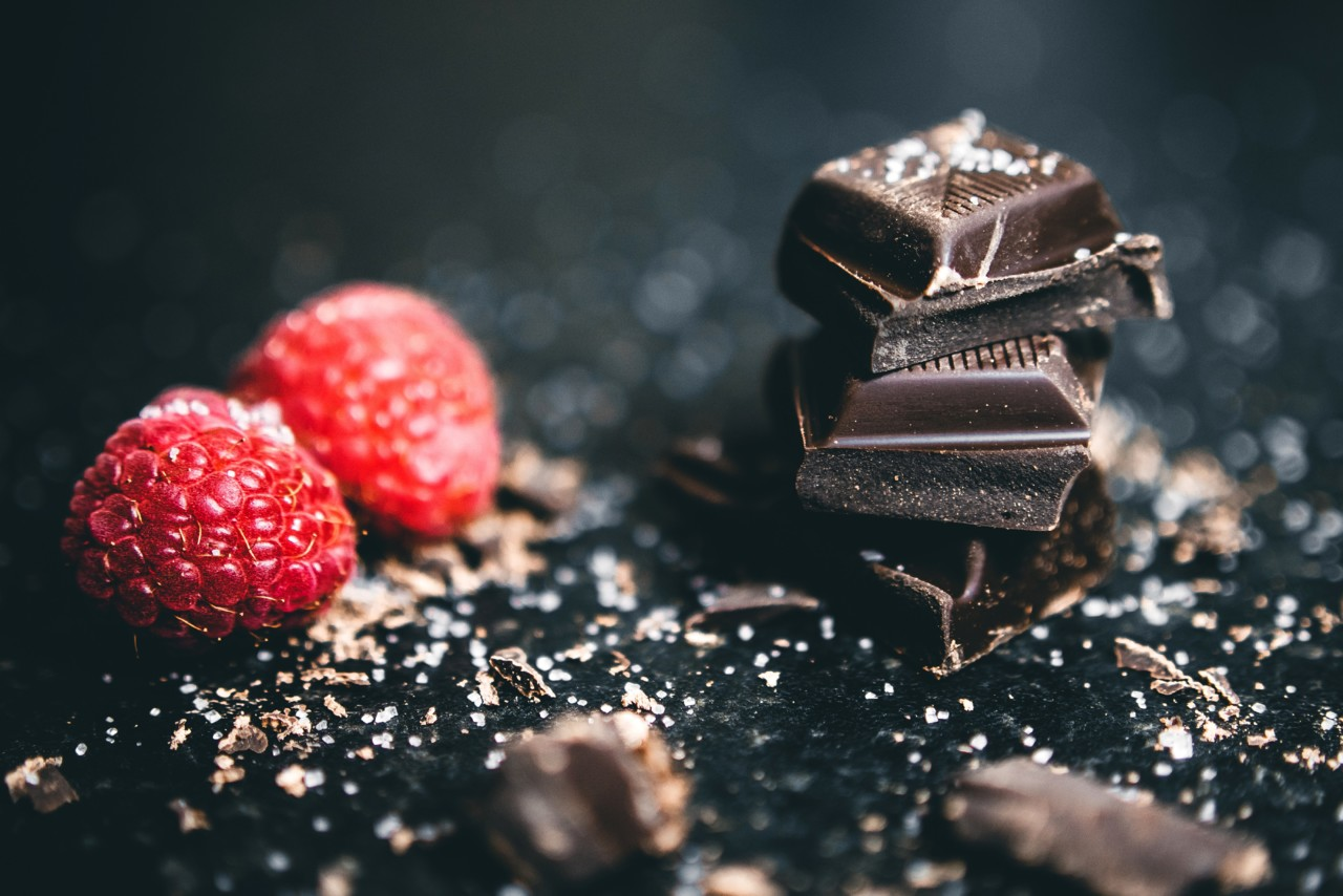 berries-chocolates-delicious-918327.jpg