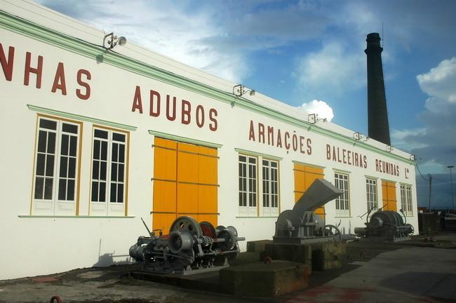 foto do museu da industria baleeira em sao roque d