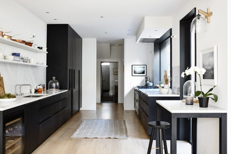 Modern-Black-and-White-Kitchen-768x512.jpg