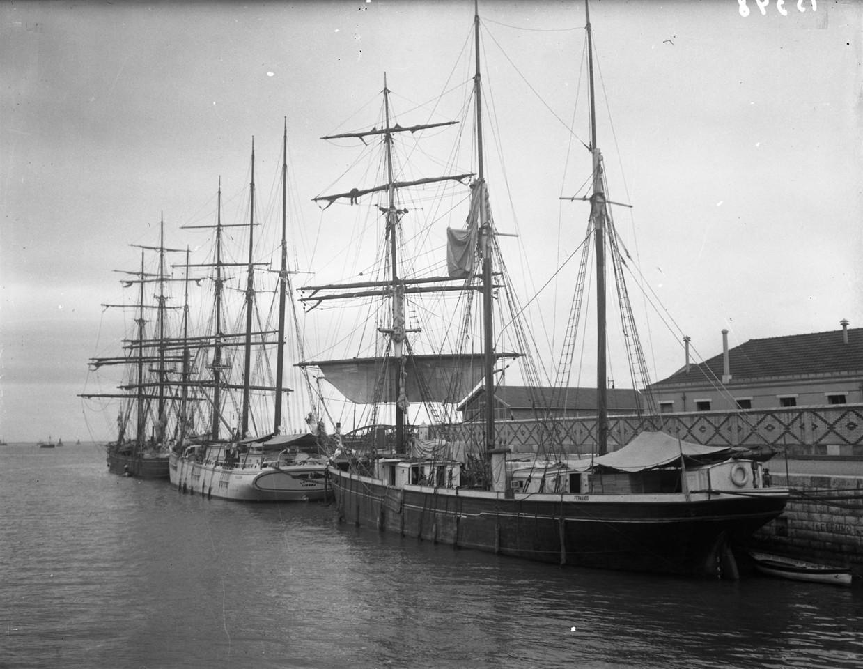 Embarcações no porto de Lisboa, início séc. XX