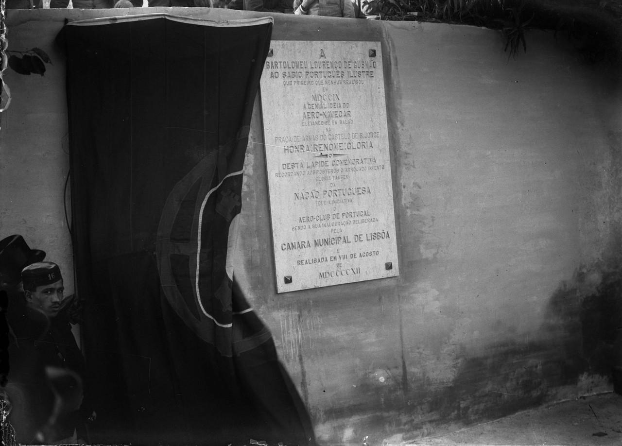 Cerimónia de descerramento da lápide, na esplana