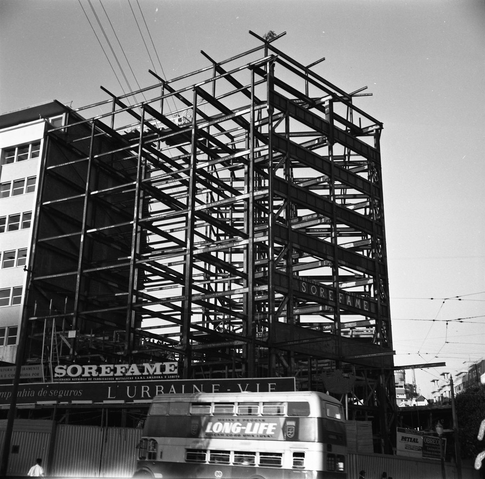 Prédio encostado ao da BP em construção, 1961,