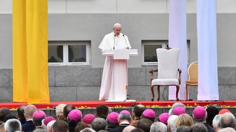 Papa Lituania.jpeg