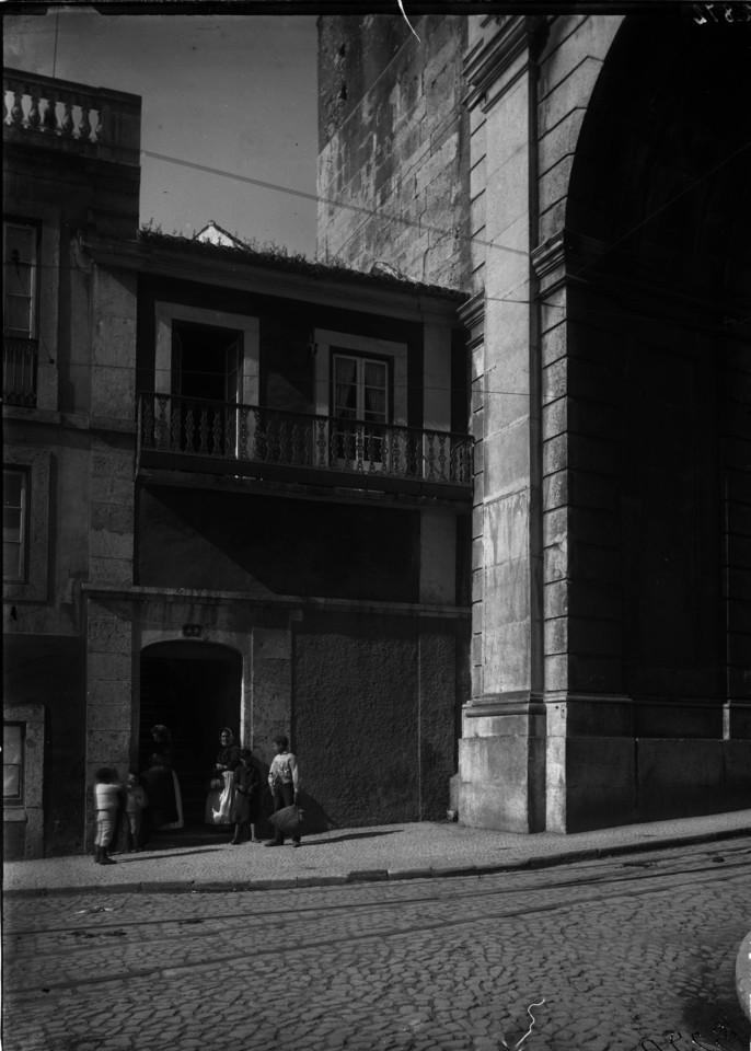 Rua das Amoreiras, entrada para o pátio go Biaggi