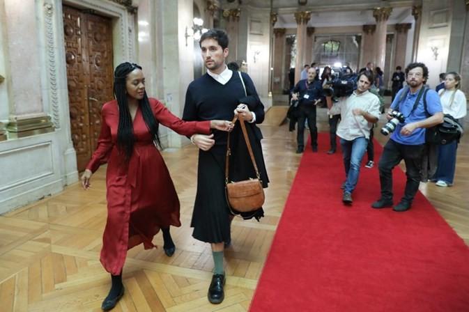 Rafael Esteves Martins - Um homem de saia no parlamento