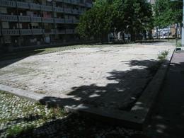 Panorâmica do espaço após a retirada do parque infantil