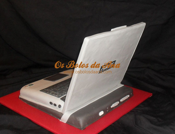 3D Cake Laptop ASUS V2S with Dock Station